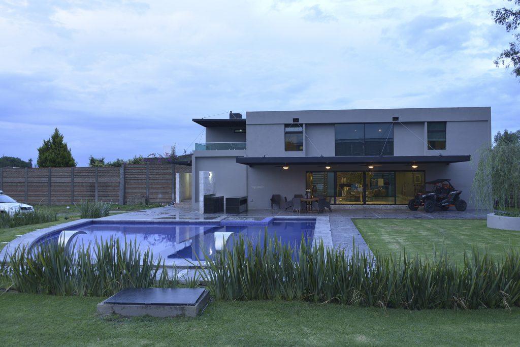Casa moderna con contenedores